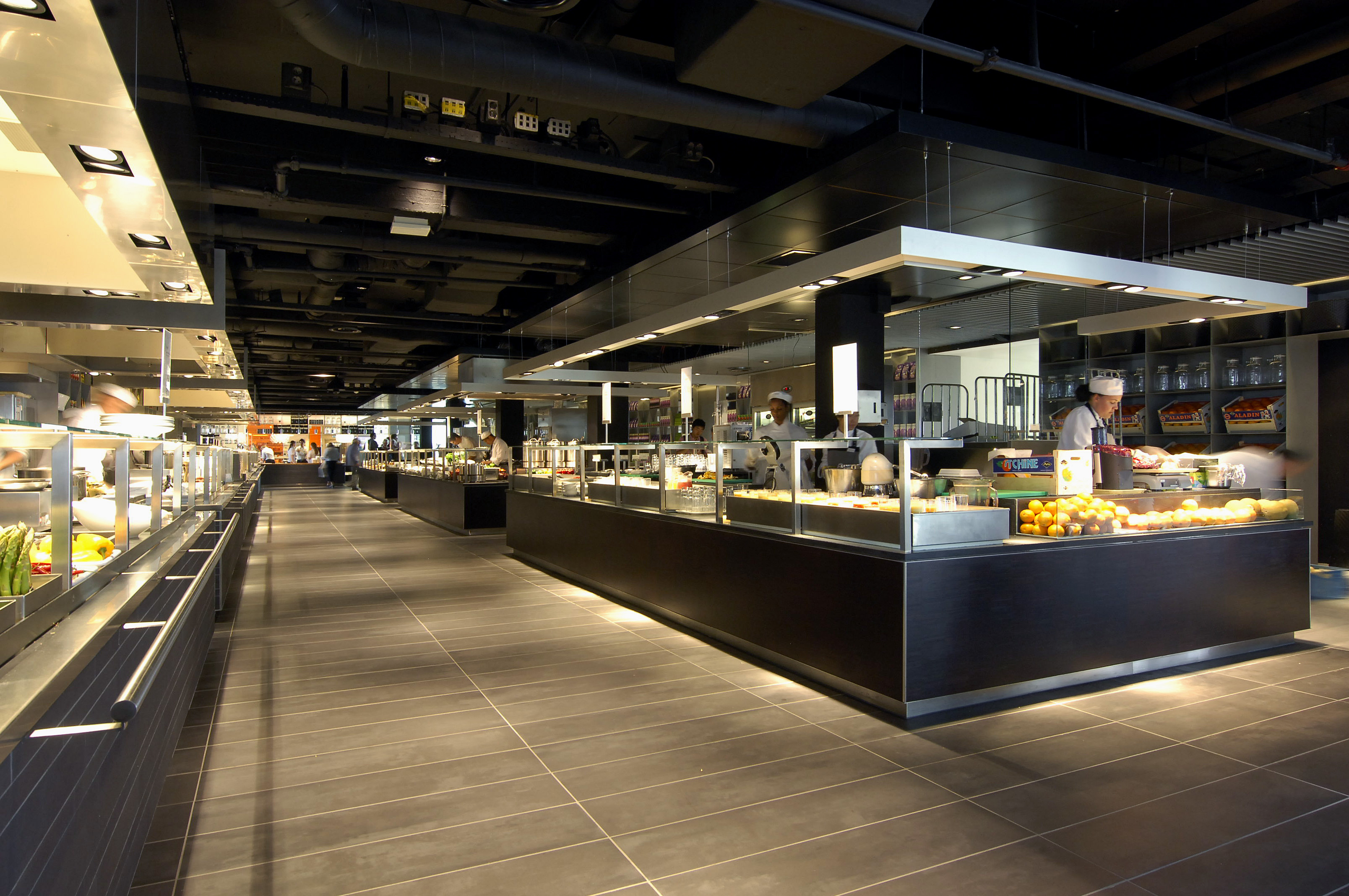 Eating in amsterdam the amazing food court at de for Design amsterdam