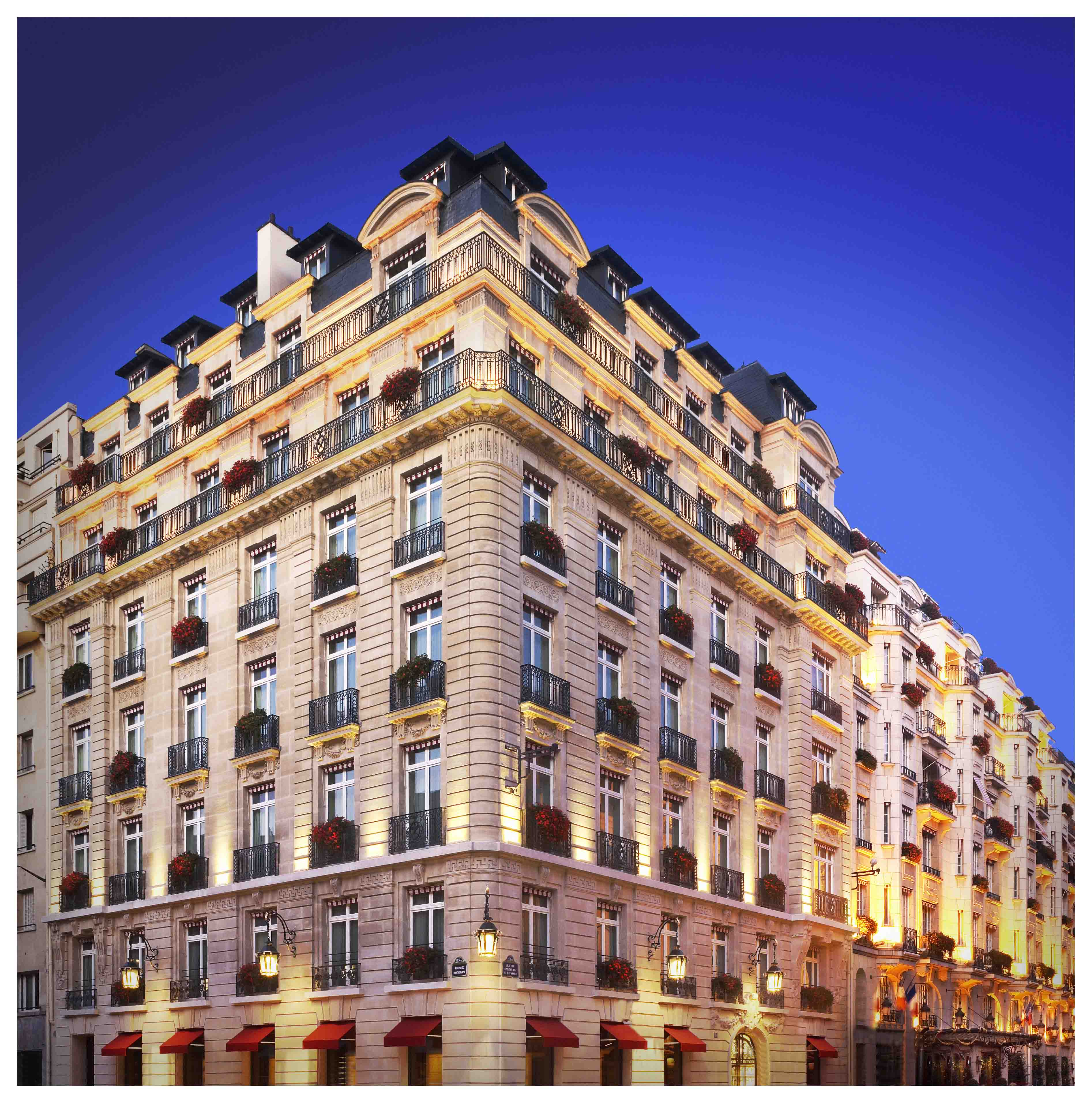Le bristol paris luxury travelers guide for Luxury hotel accommodation