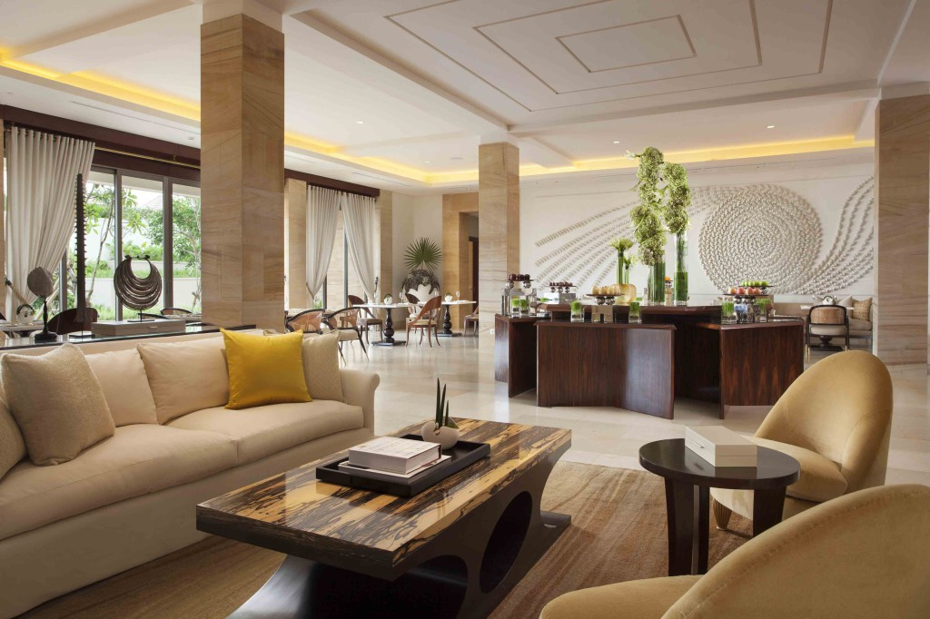 Mulia Villas - Communal Lobby - Dining AreaS