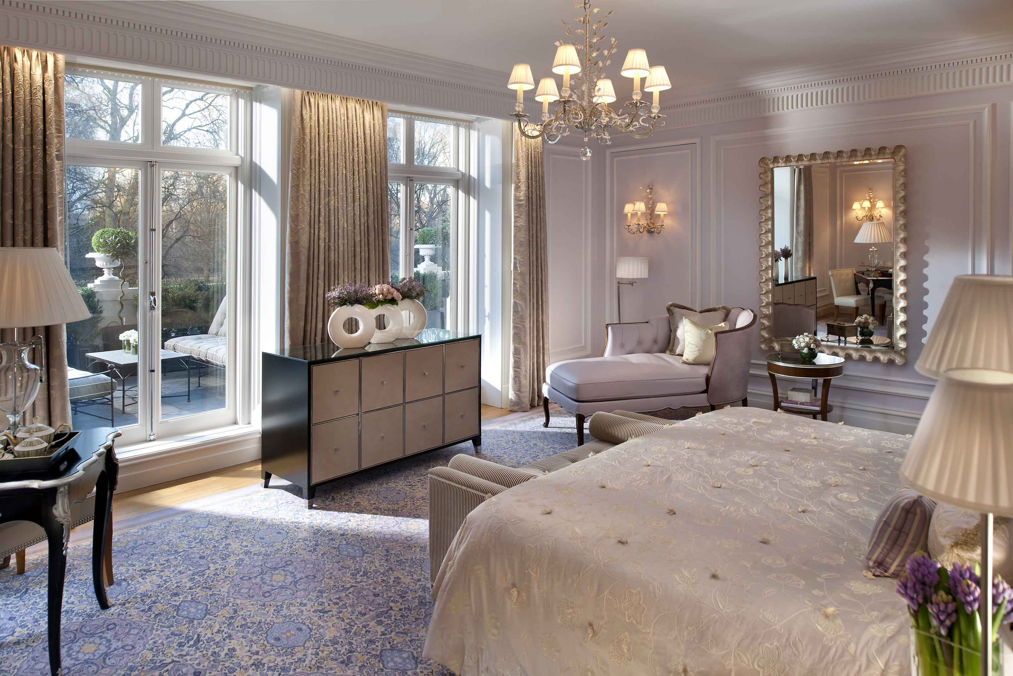 a unique guest experience at mandarin oriental hyde park london luxury travelers guide. Black Bedroom Furniture Sets. Home Design Ideas