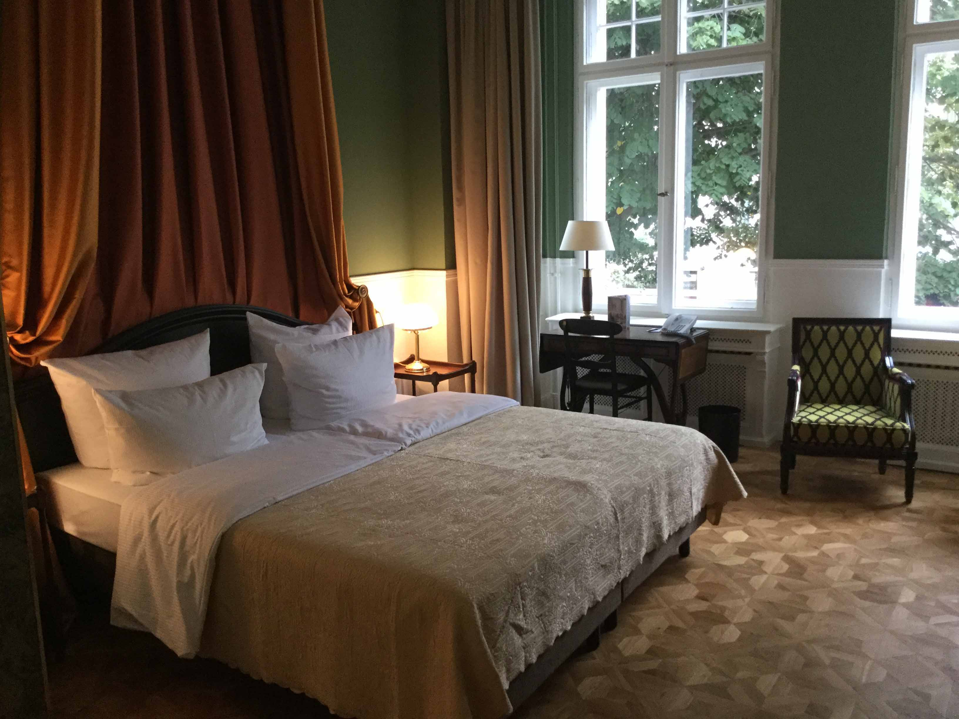 the henri hotel berlin another henri experience luxury travelers guide. Black Bedroom Furniture Sets. Home Design Ideas