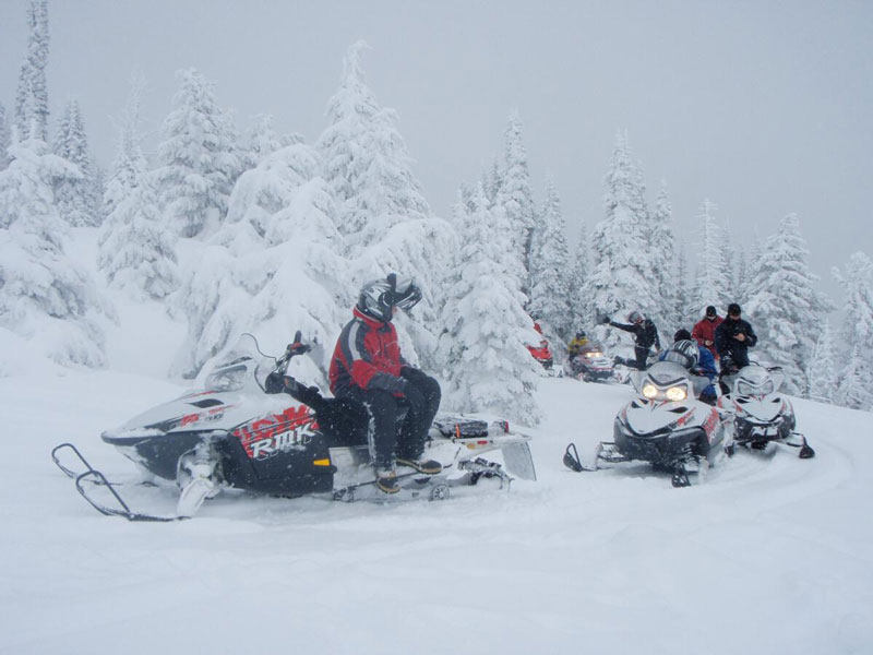 Rich-Ranch-Snowmobile-frosty-trail