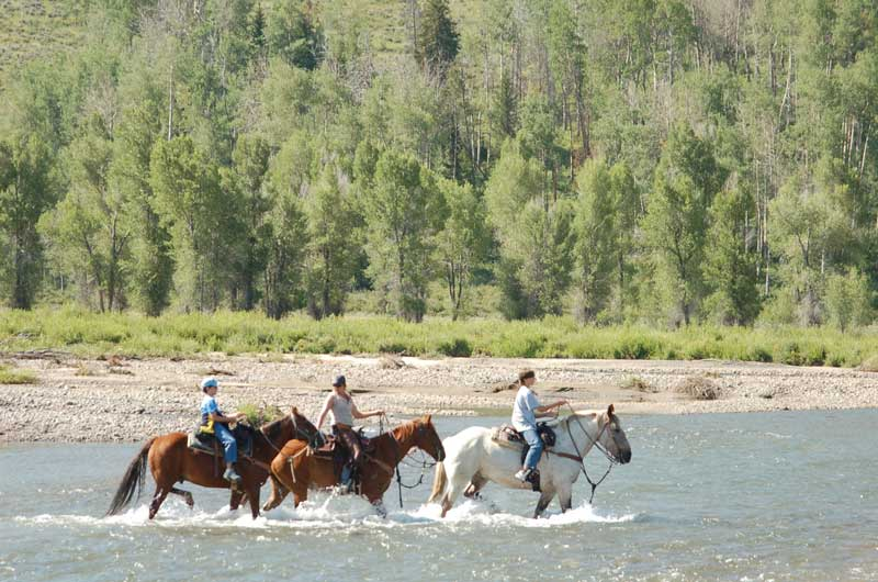 Goosewing-Ranch,-Riding-the-River